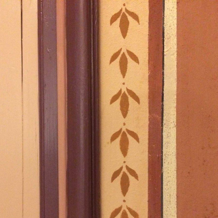 détail décoration peinte frise pochoir