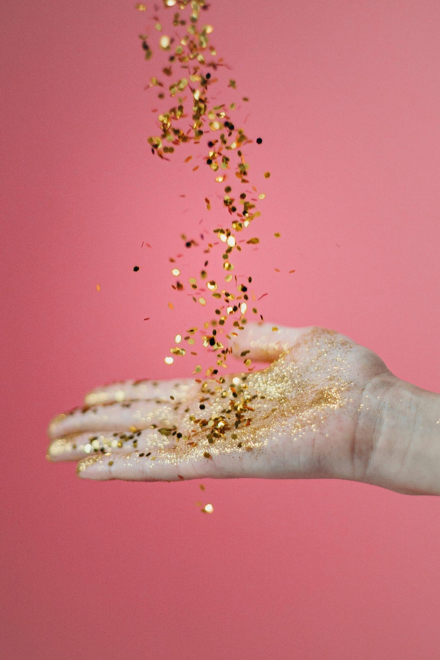 peinture or dans les mains kit créatif adulte